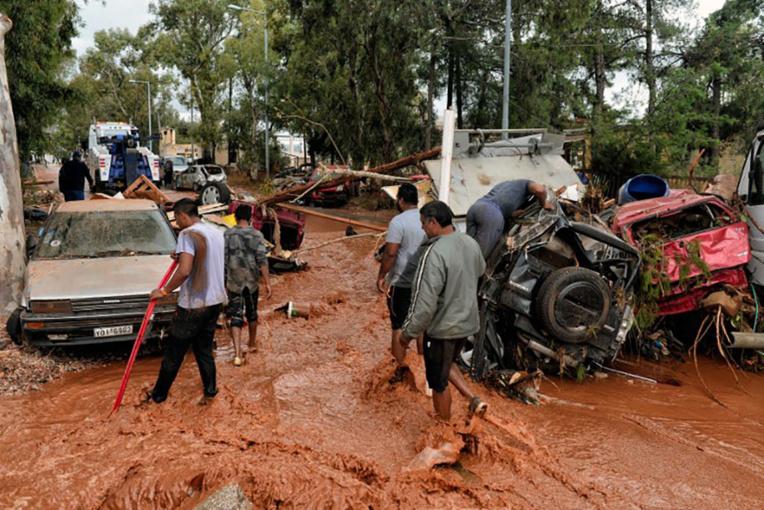 Grèce: au moins 7 morts dans des inondations près d'Athènes