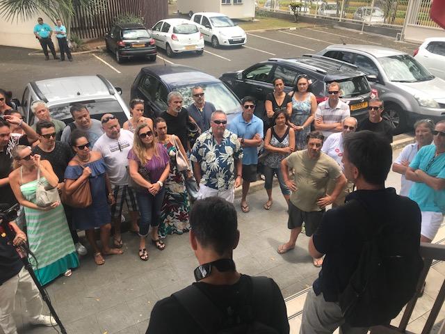 De nombreux grévistes se sont rendus au tribunal afin de connaître la décision du tribunal civil de première instance.