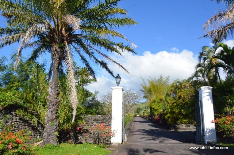L'entrée de la villa de Gaston Flosse à Erima.