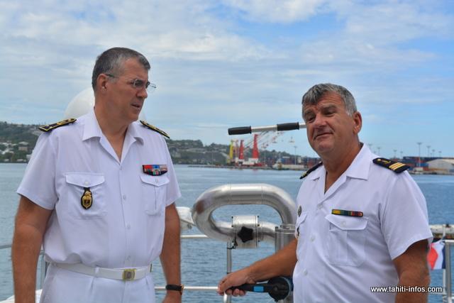 Le Général de brigade Christophe Boyer, commandement de la Gendarmerie maritime, aux côtés du commandant du Jasmin, le Capitaine Bernard Landés.