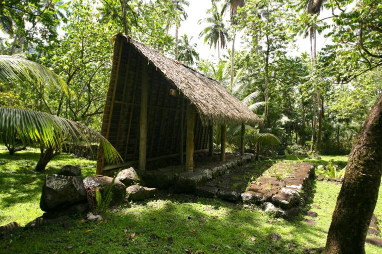 Belle restauration sur le tohua Tahakia.