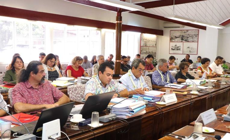 La commission de l'Economie et des Finances de l'Assemblée de la Polynésie française examine le projet de budget général 2018