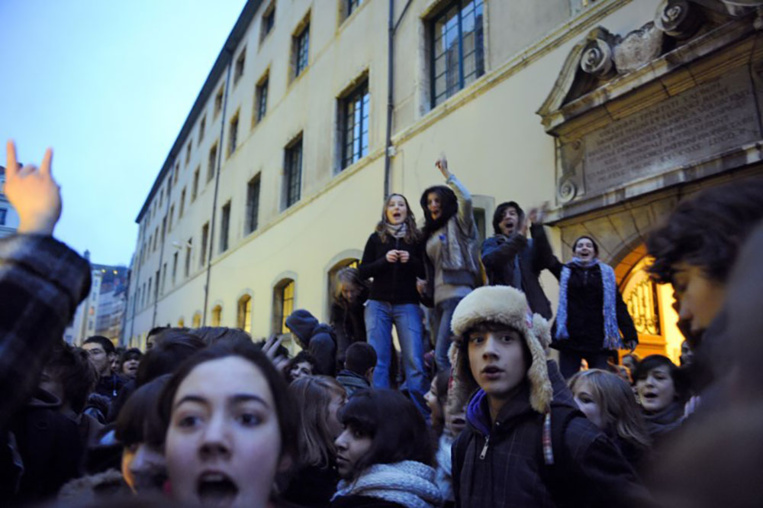 Les nouvelles règles d'entrée à l'université en Conseil des ministres, des lycéens manifestent
