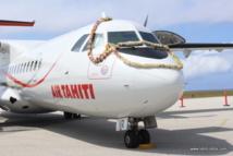 Le nouvel ATR avec sa couronne sur le tarmac de Rurutu.
