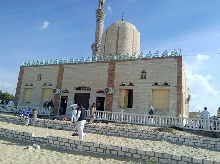 Carnage dans une mosquée en Egypte, au moins 235 morts