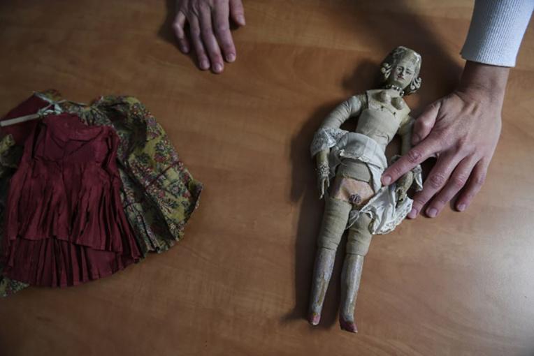 """Une poupée royale """"pour adultes"""" vendue 16.000 euros à Lyon"""
