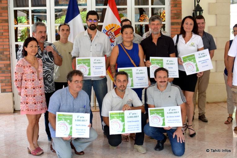 Les 6 membres du jury et les 7 lauréats. Ils ont émergé comme les meilleurs projets parmi 21 dossiers déposés.
