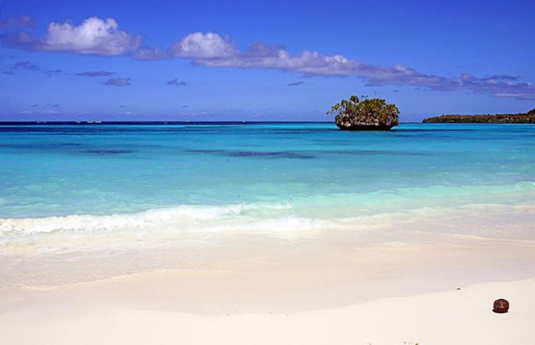 Pollution d'hydrocarbures sur une plage de Nouvelle-Calédonie