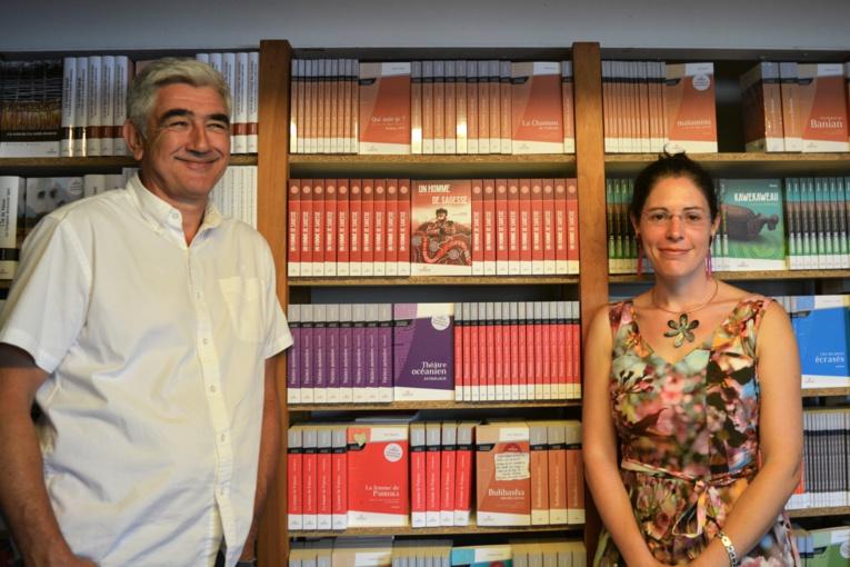 Estelle Castro-Koshy, la traductrice en français et le fondateur de la maison d'édition Au Vent des îles, Christian Robert, lors de la présentation du livre Un homme de sagesse.