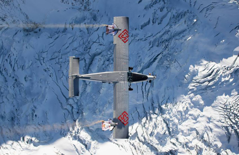 A 3.000 m d'altitude, les Soul Flyers prennent un avion en vol