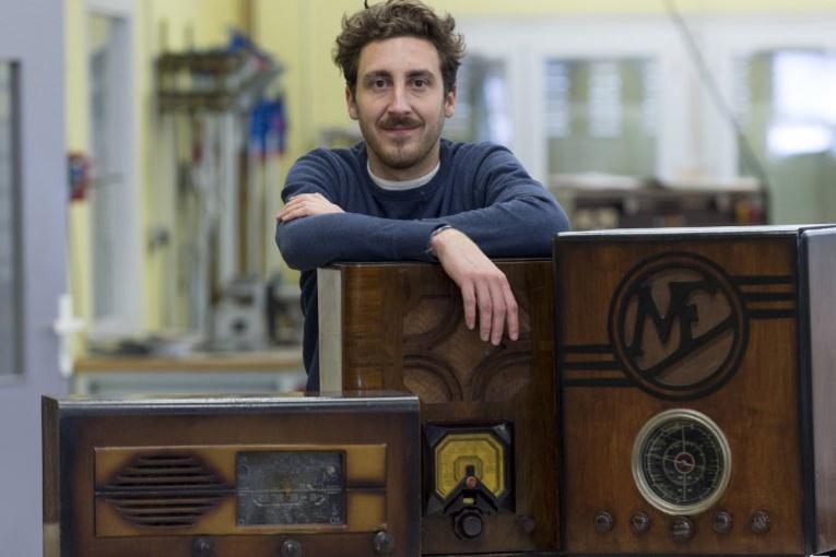 """""""A.bsolument vintage"""", la deuxième vie des vieux postes de radio"""