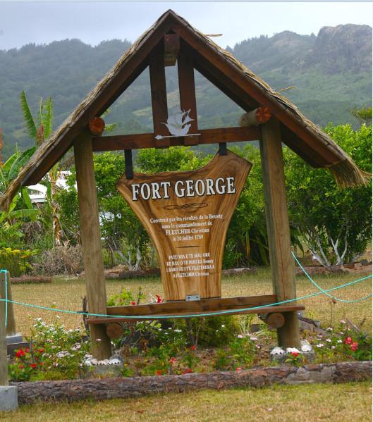 Il ne reste plus rien du Fort Georges où les mutinés de la Bounty tentèrent de s'installer, mais ce petit monument en marque l'emplacement.