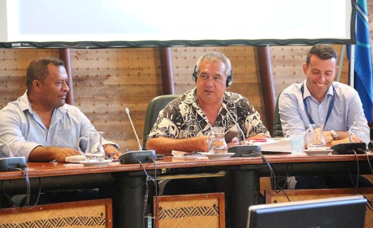 Le ministre en charge de l'Environnement, Heremoana Maamaatuaiahutapu, représenté ait le président de la Polynésie française.