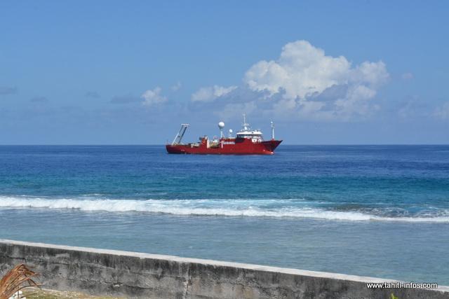 Le cargo Fugro cartographie les fonds marins des secteurs concernés par la pose du câble Natitua.