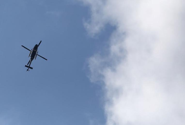 Une fenêtre d'hélicoptère américain tombe sur une école japonaise