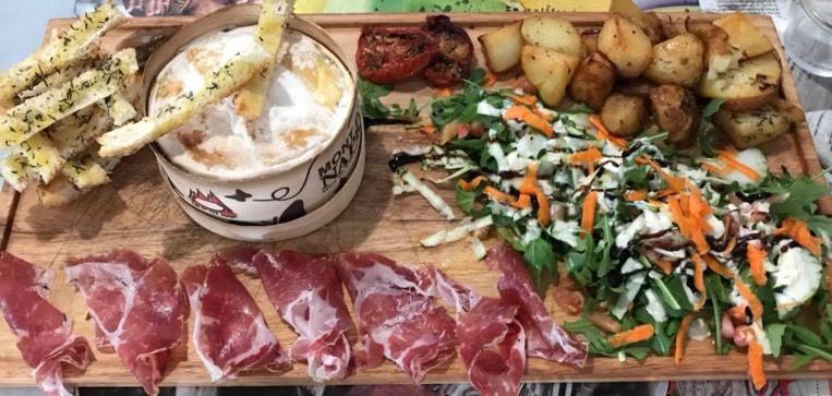 : Le Mont d'or, fromage du Haut-Jura, se trouve rarement sur les cartes des restaurants du fenua.