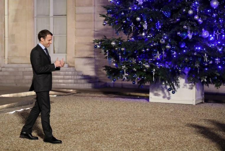 Macron fête ses 40 ans, la jeunesse en étendard