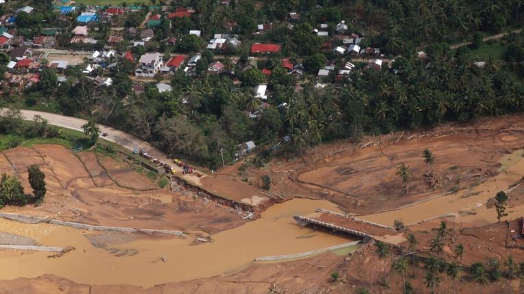 Tempête aux Philippines: une centaine de morts et disparus