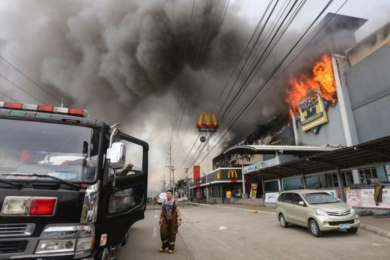 Incendie d'un centre commercial aux Philippines : 37 corps retrouvés