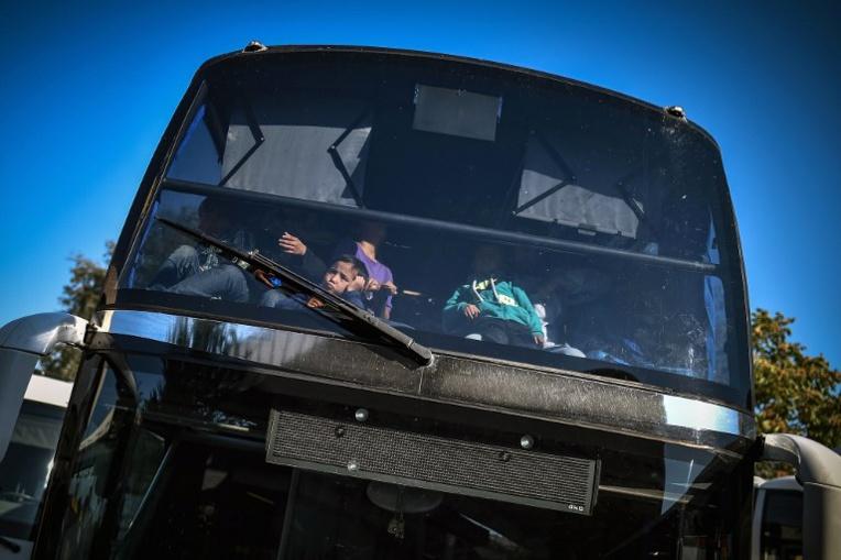 Un migrant fait le trajet Belgrade-Zagreb agrippé sous un autobus