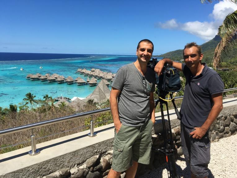 David Martin et le caméraman Gautier Delobette en tournage à Moorea.