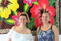 Marine et Cindy se sont rencontrées à Papeete il y a deux jours et visitent la ville ensembles.