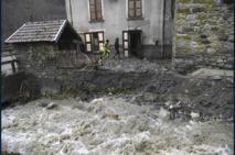 Il portait secours à une famille, un pompier volontaire emporté par les crues en Isère