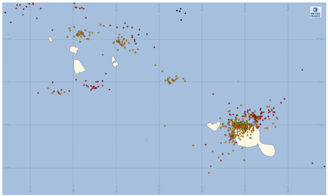Carte de la foudre observée (impacts au sol et éclairs intra-nuages) sur la Société entre le samedi 06 janvier à 08h loc. et le dimanche 07 janvier à 08h loc. Source Université de Washington.
