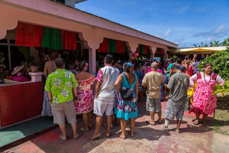Chaque année, au 1er janvier, un comité visite différentes maisons à Rurutu. L'occasion pour se retrouver, mais aussi pour découvrir les nouvelles décorations qui ornent le foyer. (crédit photo Nicolas Roeting)