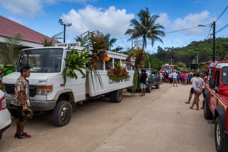 Après le tomora'a 'are, place au tere 'a'ati, où tous les participants font le tour de l'île. (crédit photo : Nicolas Roeting)