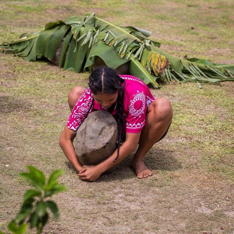 Durant le tere 'a'ati, un lever de pierre est organisé dans les trois villages. (crédit photo : Nicolas Roeting)