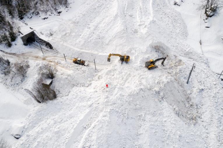 Evacuation aérienne des touristes bloqués dans les Alpes suisses