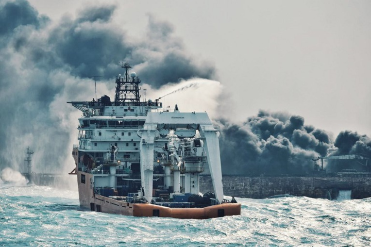 Chine: le pétrolier toujours en feu, début de polémique en Iran