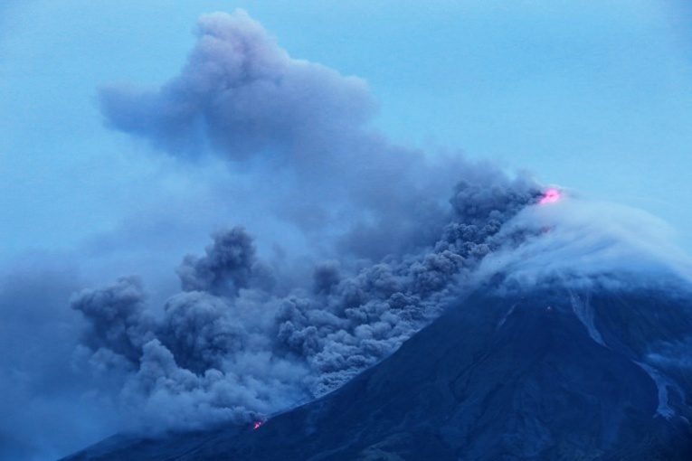 Philippines: Le volcan Mayon fait fuir les habitants, mais attire les touristes
