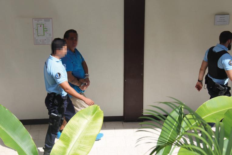 L'instigateur présumé du réseau, surnommé Kikilove, lors d'une confrontation au tribunal de Papeete le 28 novembre 2017.