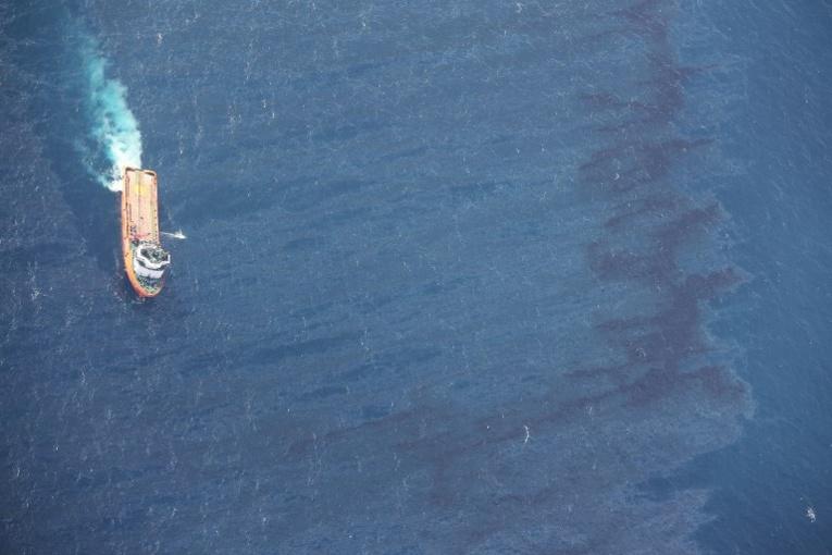 Mer de Chine: la marée noire triple de taille, des pêcheurs résignés