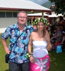 En juin 2011, huit ans après sa première demande, sa femme professeur obtient un poste à Papara. L'aventure polynésienne commence