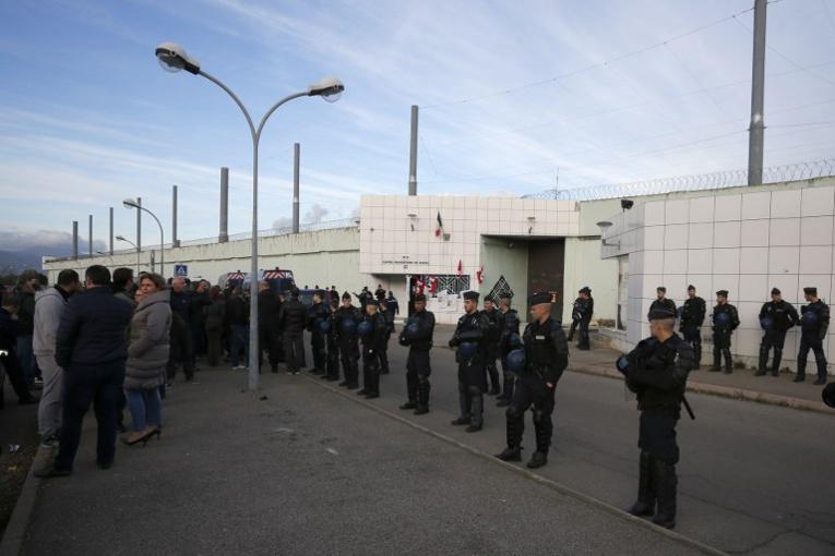 Prisons: les blocages se poursuivent, Belloubet sous le feu des critiques