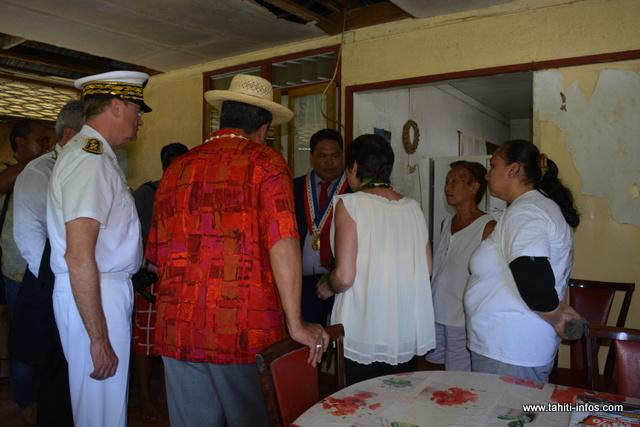 La ministre de l'Outre-mer a visité quelques maisons du village de Orofara.