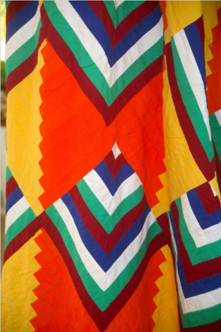 Les mamas de l'île excellent dans l'art de réaliser des tifaifai très colorés.