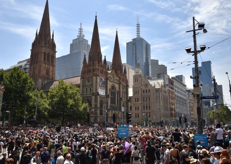 """Des milliers d'Australiens manifestent contre la """"Journée de l'invasion"""""""