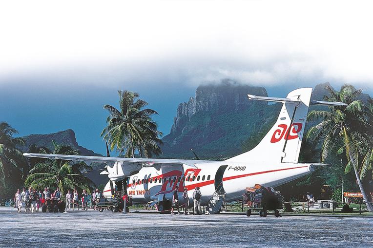 Le tout premier ATR 42 lors de sa première liaison à Bora Bora. Crédit : ERWIN CHRISTIAN