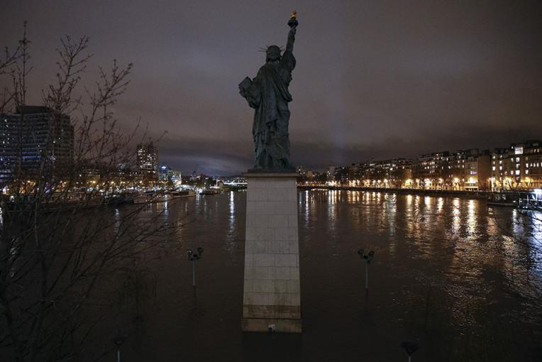 Crues: la Seine a atteint son pic, la décrue s'annonce lente