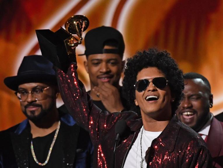 Bruno Mars roi de Grammy Awards très politiques
