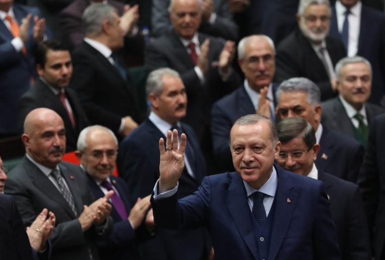 Offensive en Syrie: la Turquie cherche à museler les voix critiques