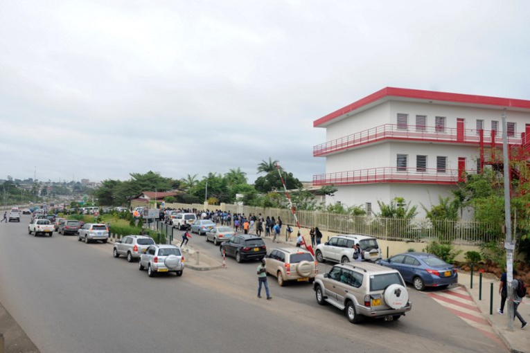 """Au Gabon, le """"kobolo"""", nouvelle drogue et """"star des lycées"""""""