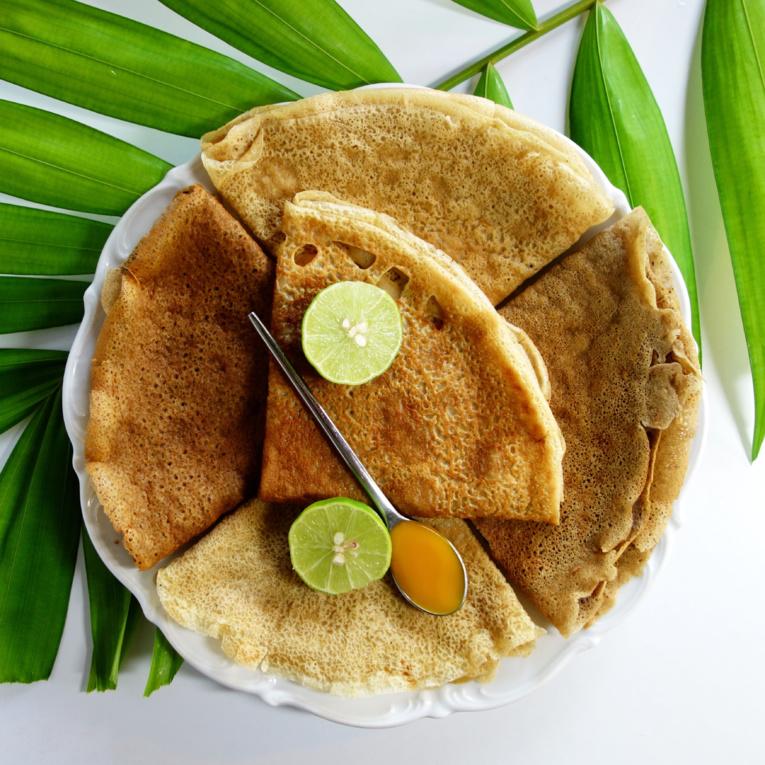 Pas d'œufs dans cette recette de crêpe, mais de la fécule de maïs pour jouer le rôle de liant.