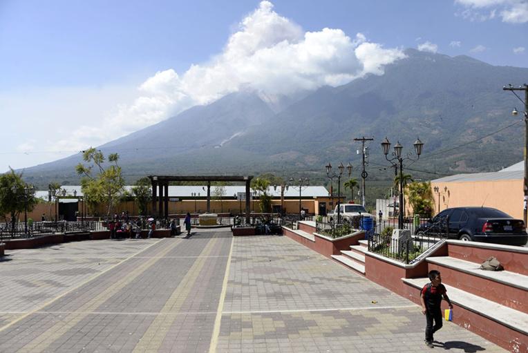 Guatemala : le volcan Fuego en éruption, alerte orange déclenchée
