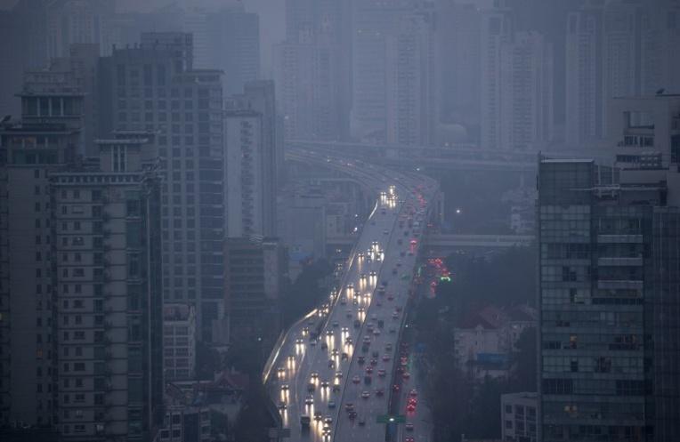 A Shanghai, une camionnette prend feu et renverse des piétons, 18 blessés