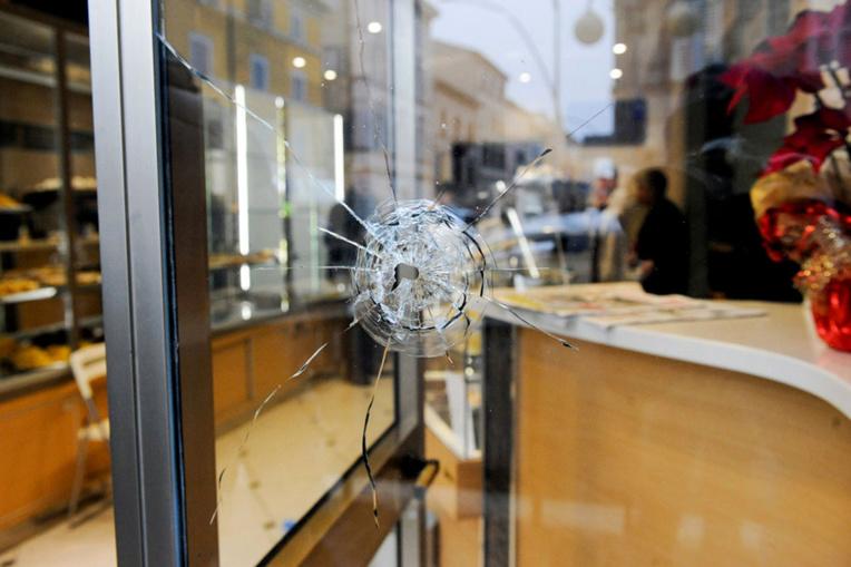 Une fusillade raciste choque l'Italie à un mois des législatives
